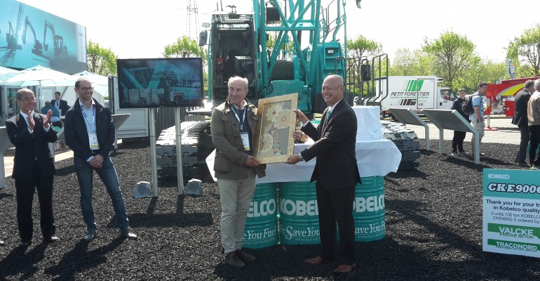 Carlos Valcke and Kobelco Chairman Intermat