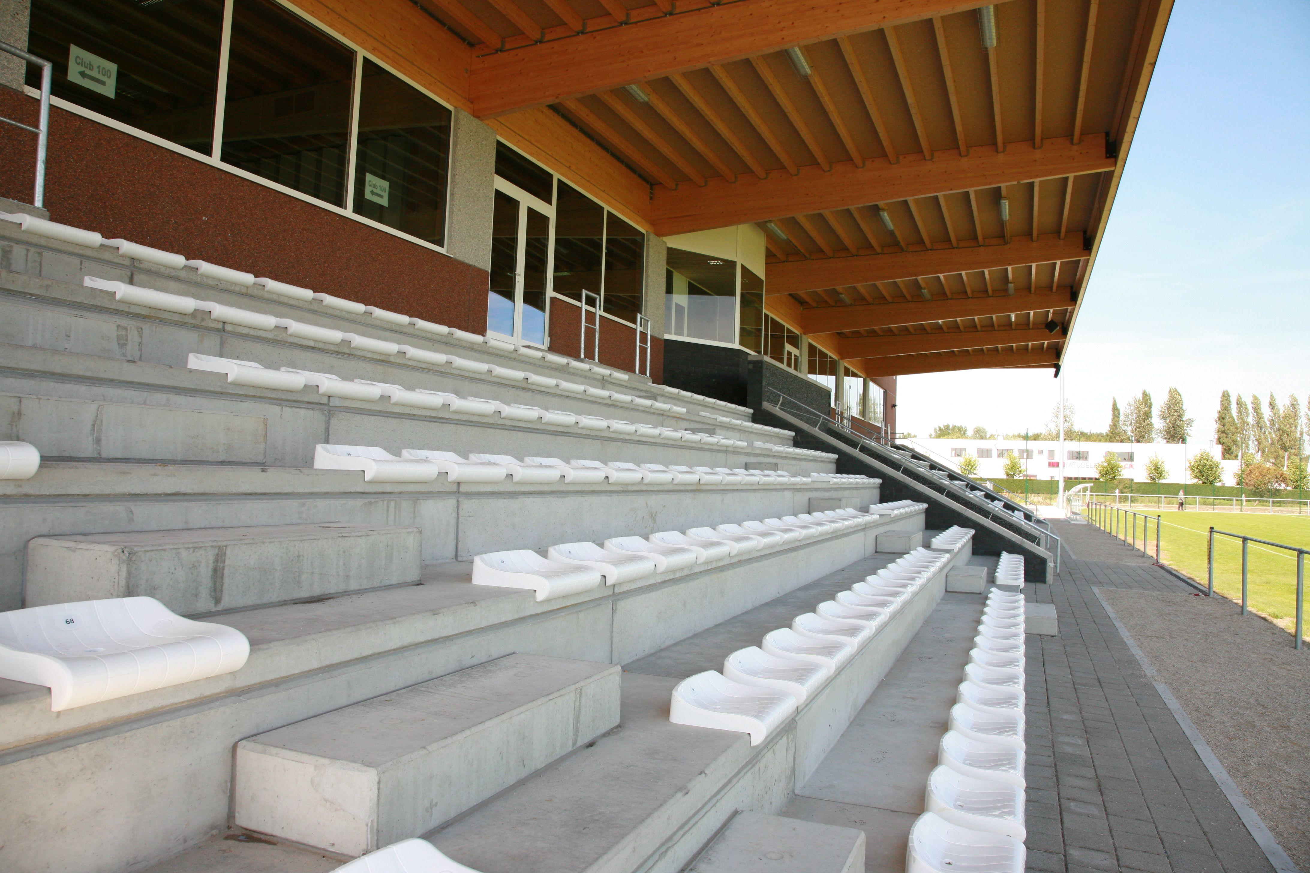 valcke prefab beton autres b timents industriels stade de football business park. Black Bedroom Furniture Sets. Home Design Ideas