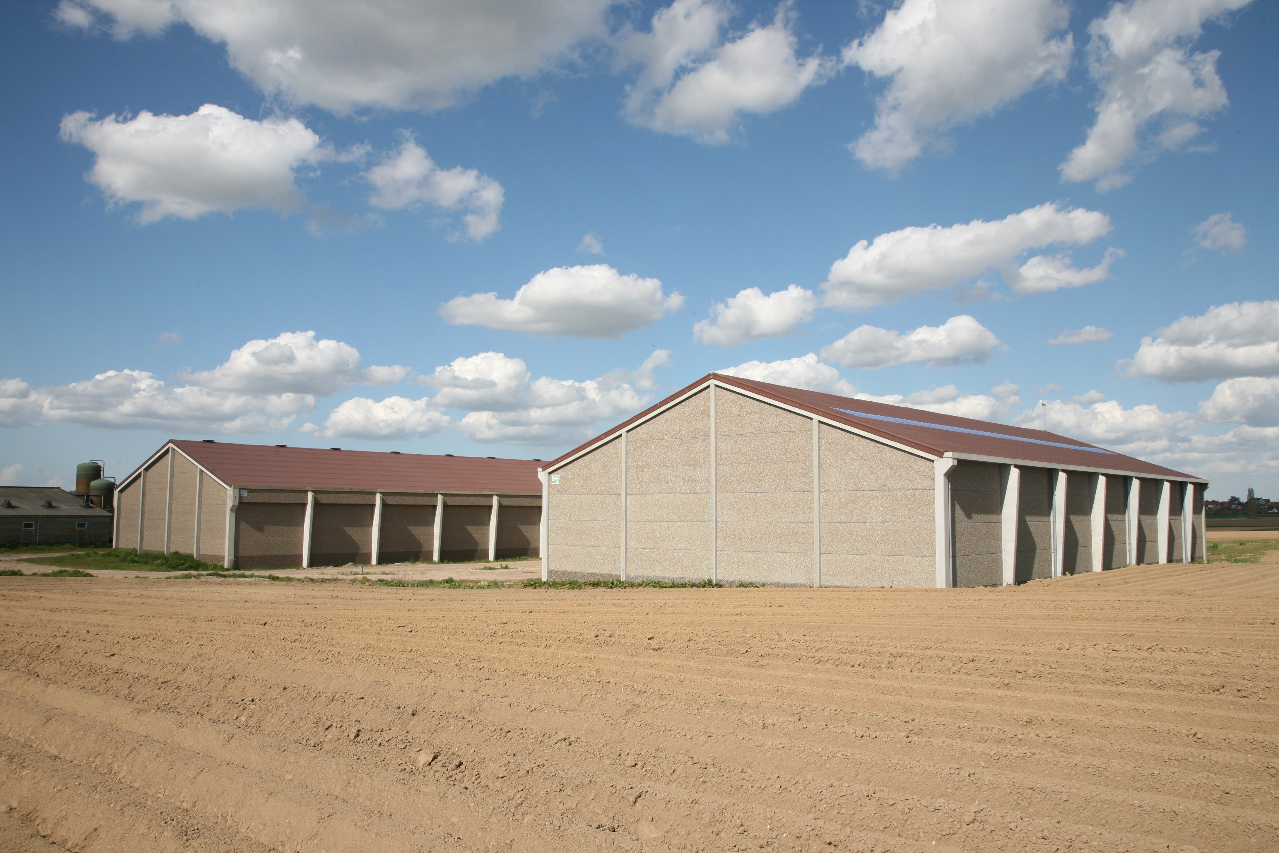 Valcke prefab beton constructions agricoles hangars for Photo batiment
